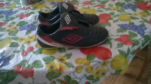 "SOCCER SHOES ""UMBRO"" FOR BOYS SIZE 3"