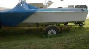 15 foot Fiberglass boat w/40hp Mercury Motor and Road Runner Tra