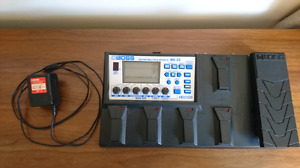 Boss ME-33 multi-effects unit with charger