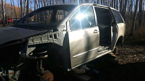 2004 Toyota Sienna parting out