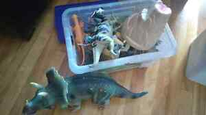Bac de dinosaures Animal planet + 1 gros triceratops