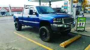 2004 gmc 1500 7.5 inch lift lots of extras