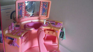 Barbie Beauty Salon 1983. Very Good Condition.