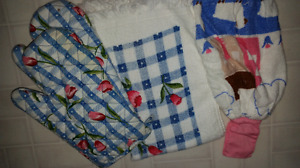 Kitchen Items (Tablecloth, Placemats, Oven Mitts, Towels,etc)