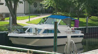 1981 25.3 Chris craft cruiser 10ft beem With Trailer.