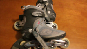 SIZE 10 FEMALE ROLLER BLADES