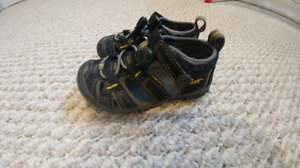 *KEEN'S Toddler sz 8