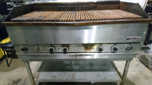 grille / charcoal garland pour restaurant.