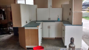Full kitchen cabinet and cupboard set w/ countertop
