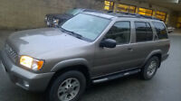 2001 Nissan Pathfinder Deluxe SUV, Crossover