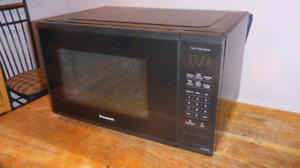 Microwave Oven - Panasonic 1.3 Cu.Ft 1100W