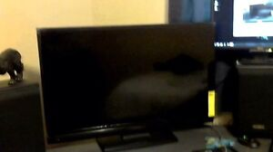 "Selling 39"" Insigna HD LCD TV"