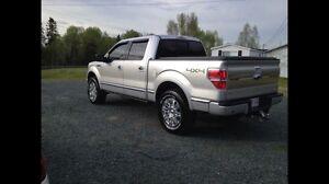 2011 Ford F-150 Platinum (LIKE NEW)