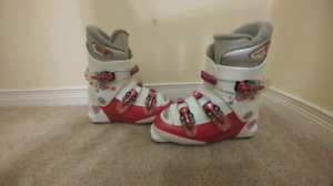 Girls rossignol ski boots.  Size 22.5. About size 3