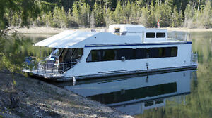 Houseboat in Kaslo, BC