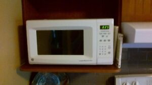 1.6 G.E. COUNTER-TOP  MICROWAVE (in Campbellford)