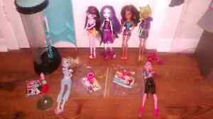 Lot 6 monster high doll inclus station