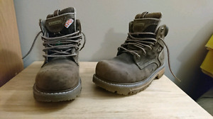 Women's Dakota safety boots size 9 like new!!!