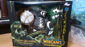 World of Warcraft Pandaren Brewmaster Limited Deluxe Figure