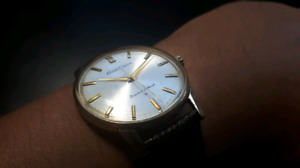 Vintage Seiko Crown 23 jewel special dial wonderful condition
