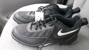 Size 8.5 Nike soccer cleats