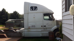 2000 Volvo Truck parts for sale