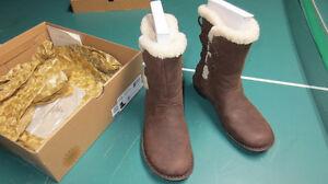 UGG – Winter AKADIA Boots, Women 7USA – Brown (Brand NEW) Windsor Region Ontario image 5