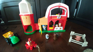 17 piece Little People farm house set