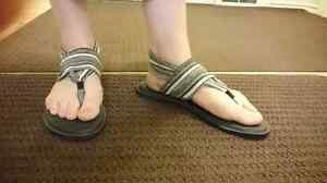 Sanuk Yoga sandals size 10