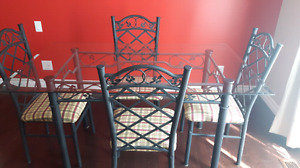 Glass kitchen table with 4 chairs **Pick up only**