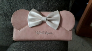 New wallet- minnie mouse