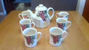 Royal Doulton Teapot and 6 cups
