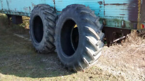 18.4/15 X 34 TRACTOR BAR TIRES