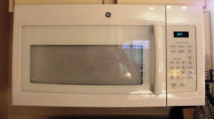 Above Range Microwave - Excellent Condition