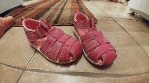Girls wee walkers sandals (size 7)