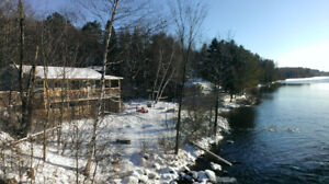 Winter/Autumn Getaway- Private Waterfront Chalet with Spa