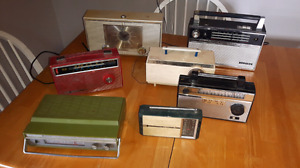 Lot of 7 different vintage radios - Sony Lloyds Strauss admiral
