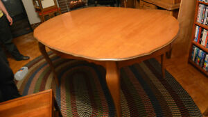Solid Wood Dining Table and China Cabinet Kitchener / Waterloo Kitchener Area image 4