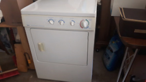 Washer and dryer.....laveuse secheuse