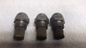 Oil tank injector nozzles