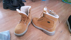 Ladies size 9 lugz boots for sale