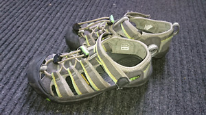Boys Size 1 Keen Sandals - Need Gone ASAP