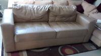 Meuble de salon:Divan, meuble Tv, table de salon Lot300$ ou sép