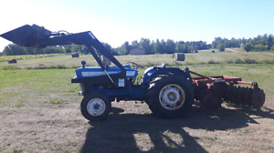 Ford 3000 diesel tractor w/ loader and disc