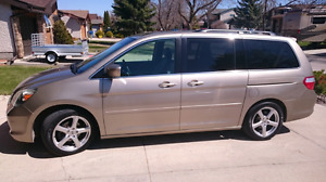 2005 honda odyssey EXL with Nav. and RES