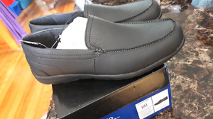 Brand new men's size 8 loafer shoes