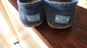 7.5 TOMS Shoes