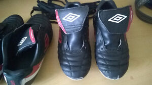 """SOCCER SHOES """"UMBRO"""" FOR BOYS SIZE 3 West Island Greater Montréal image 2"""