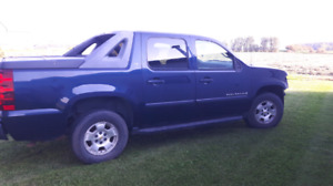 Parting out only 2007 chevrolet Avalanche engine for parts only