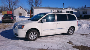 2011 Chrysler Town&country minivan